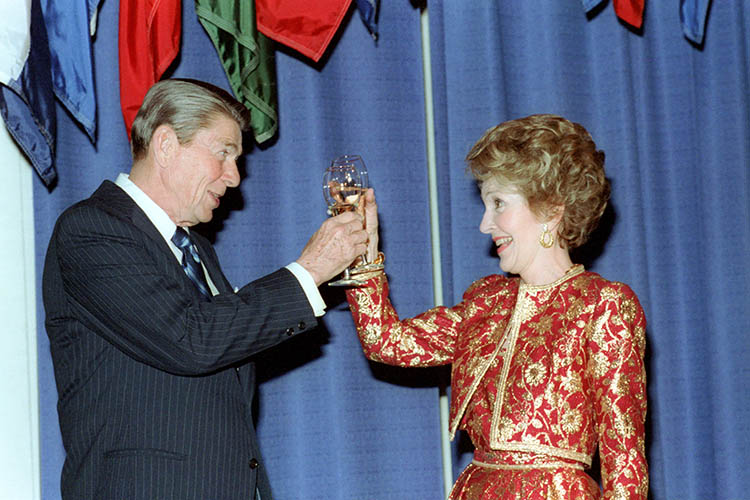 Ronald and Nancy Reagan toasting with a glass of wine