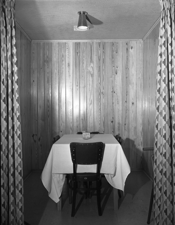 Private alcove in the Silver Slipper