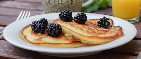 blackberry panckes brunch