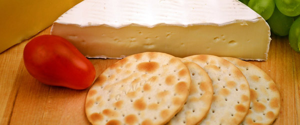 Cheese cracker pairing baguette